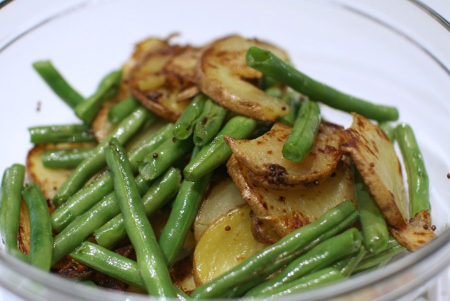 green beans and potatoes with garlic