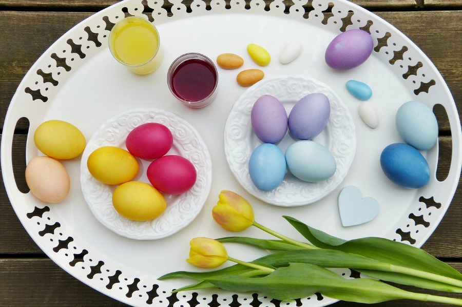 get gorgeous colors using natural dyes for easter eggs