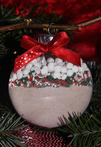 last_minute_DIY_food-gift_ideas_hot_cocoa_ornaments-1