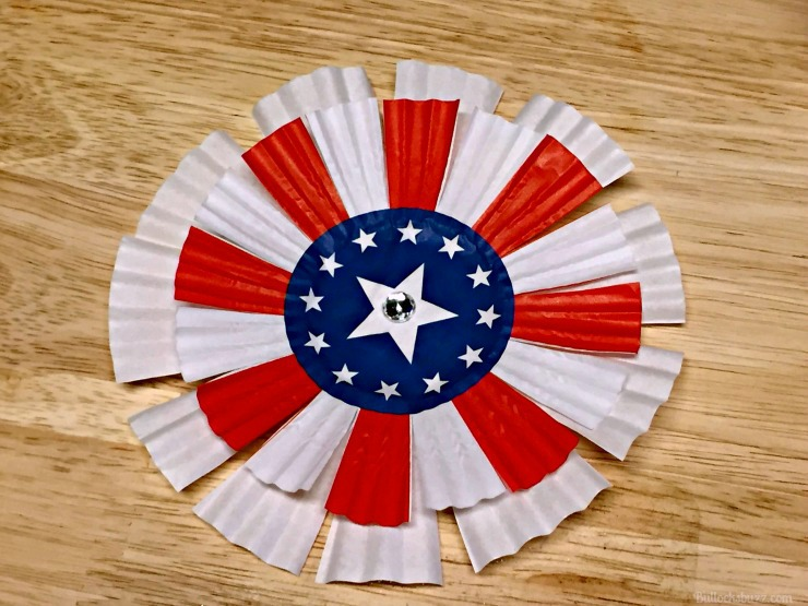 memorial day or 4TH OF JULY CUPCAKE LINER WREATH add sequin to middle