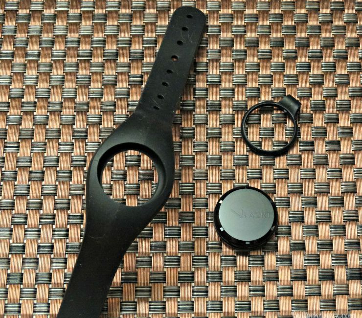 V.ALRT Personal Emergency Alert Device comes with band and pendant