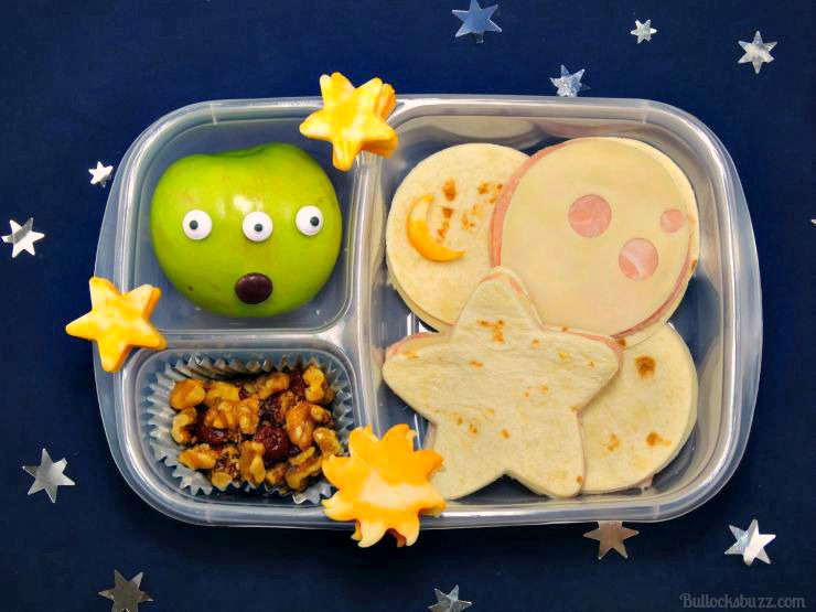 diy-lunchbox-idea-youre-out-of-this-world-space-themed-diy-lunchbox-with-free-printable