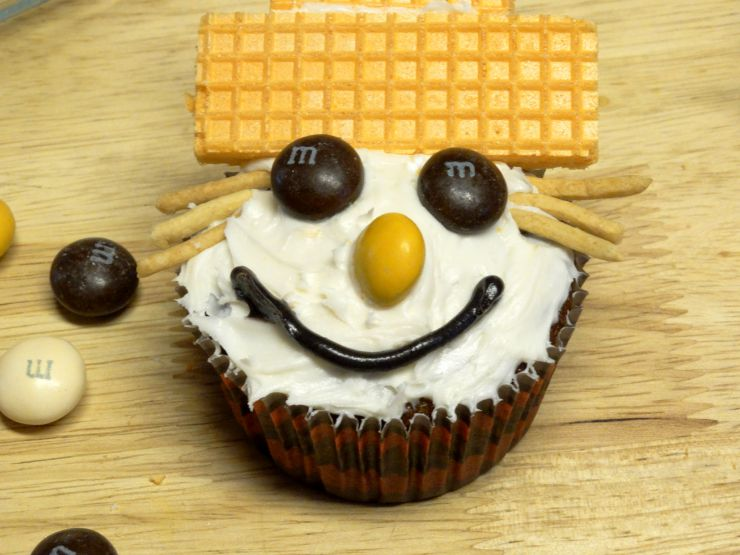 carrot cake cupcake fall scarecrows eighth draw mouth with black icing
