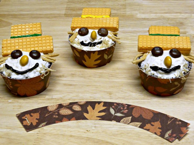 fall-carrot-cake-scarecrow-cupcakes-with-printable-cupcake-wrapper
