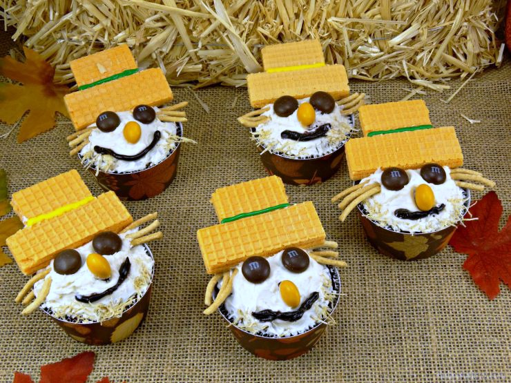 fall-carrot-cake-scarecrow-cupcakes