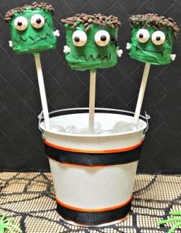 Last Minute Halloween Treats frankenstein marshmallow pops