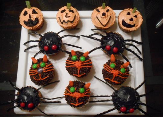 Last Minute Halloween Treats creepy cupcakes