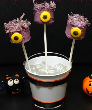 Last Minute Halloween Treats purple people eater marshmallow pops