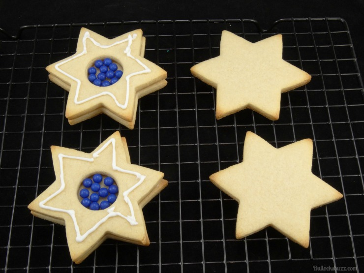 star of david surprise cookies Hanukkah holiday entertaining add another line of icing glue
