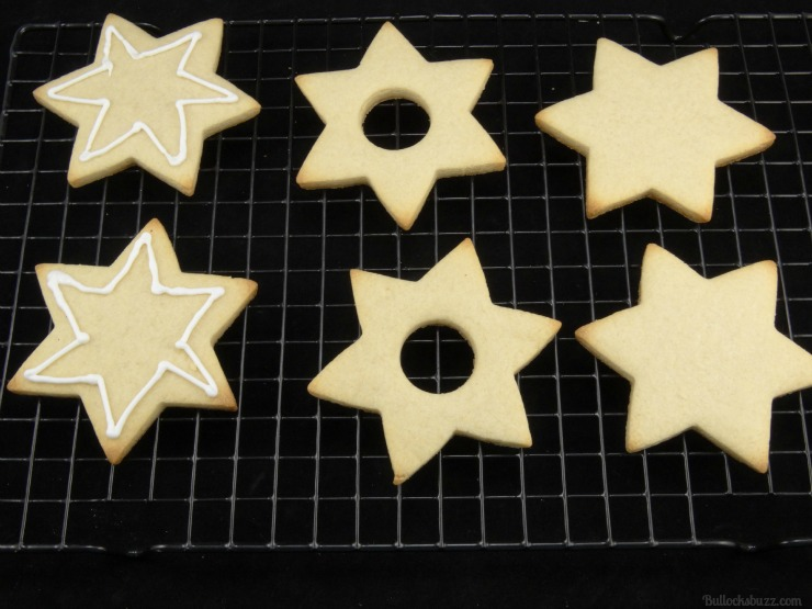 Hanukkah Piñata Cookies add icing to one cookie