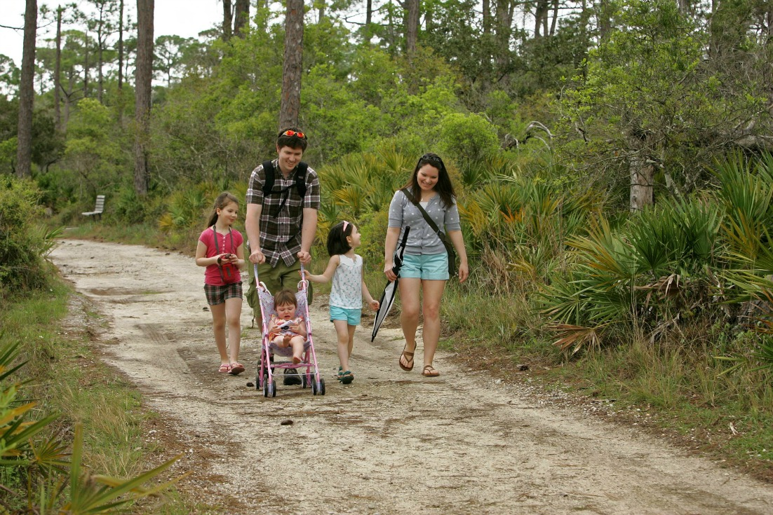 fun outdoor family activities for spring nature walk