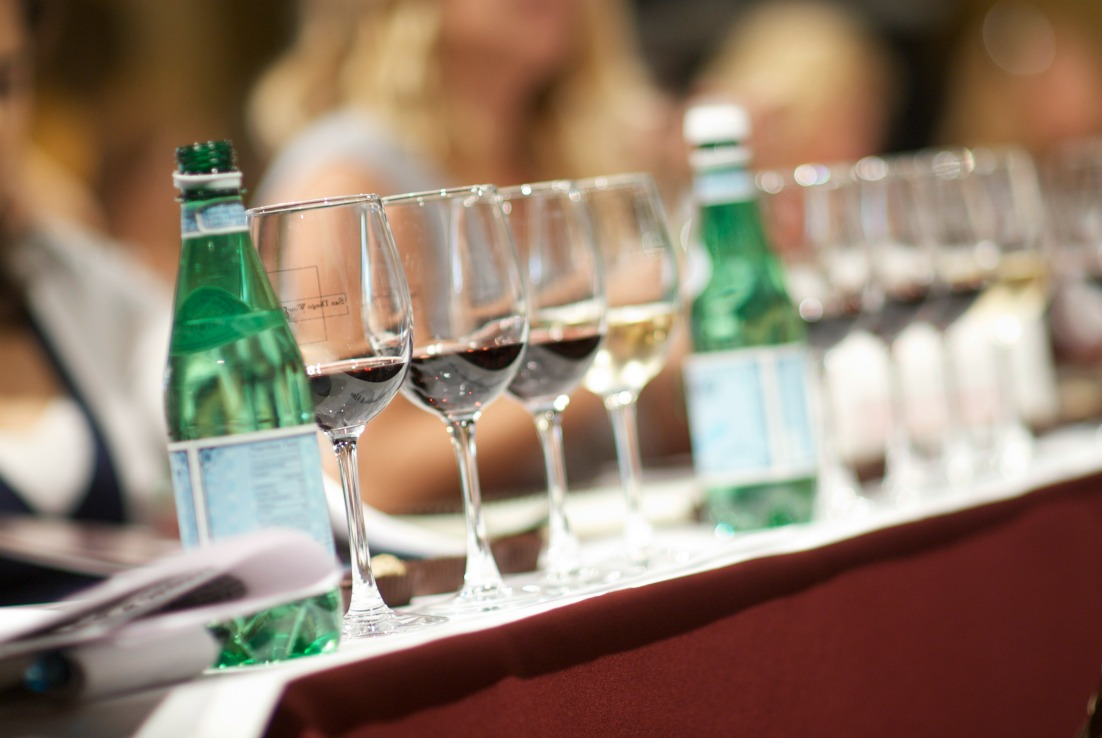Easy Date Night Ideas For Busy Parents have drinks