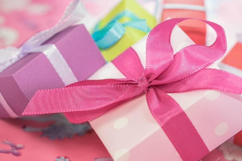 Saving Money On Gifts image2