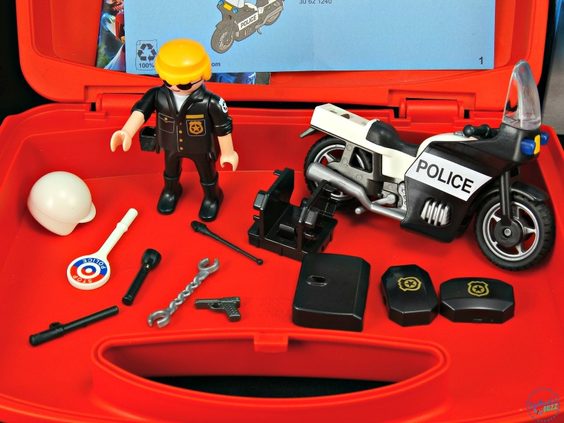 playmobil-carry-cases-police-included-pieces