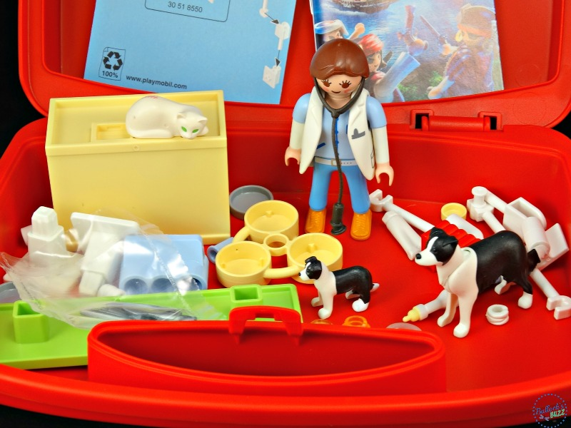 playmobil-carry-cases-vet-visit-included-pieces