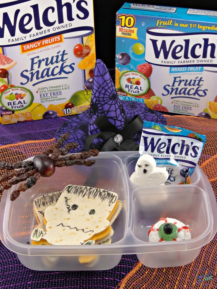 Scare up some freaky fun with this super cute lunch idea for the kids for Halloween! Your little goblins will gobble up this spooktacular Halloween lunch box full of freaky good fun and foods!