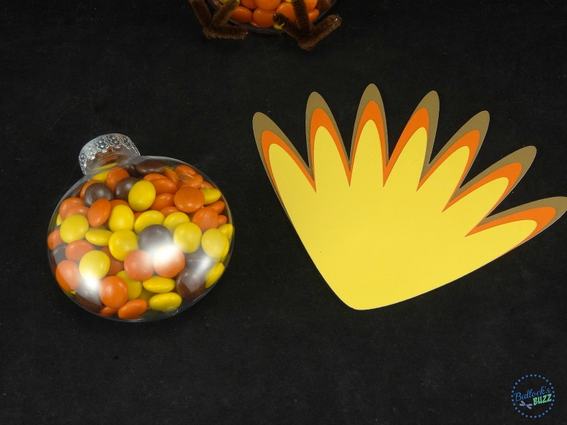 thanksgiving-turkey-treats-glue-feathers-together