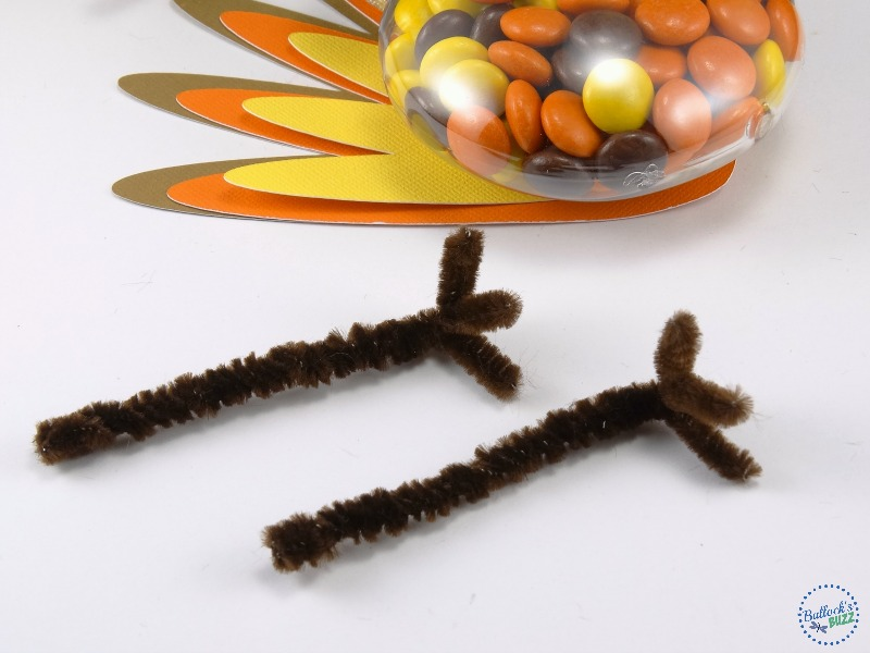 thanksgiving-turkey-treats-make-the-legs-by-twisting-pipe-cleaners-together
