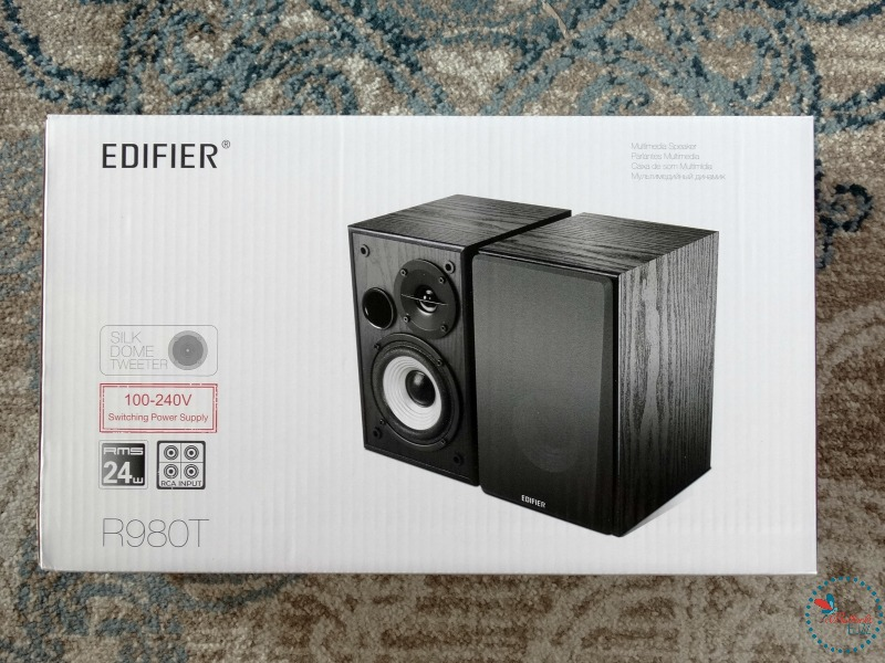 Edifier R980T Bookshelf Speakers in box