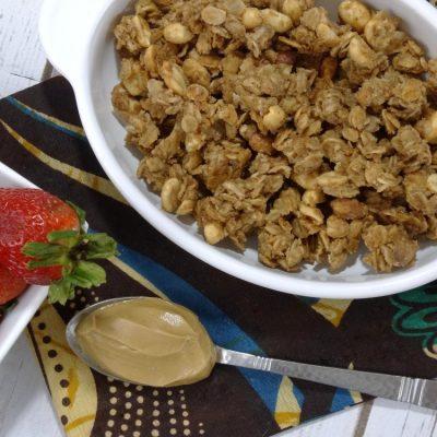 Peanut Butter and Jelly Granola – A Homemade Granola Recipe