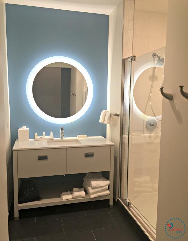 Hotel Indigo Tuscaloosa king bathroom