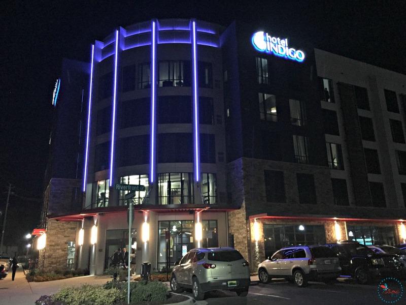 Hotel Indigo Tuscaloosa outside at night