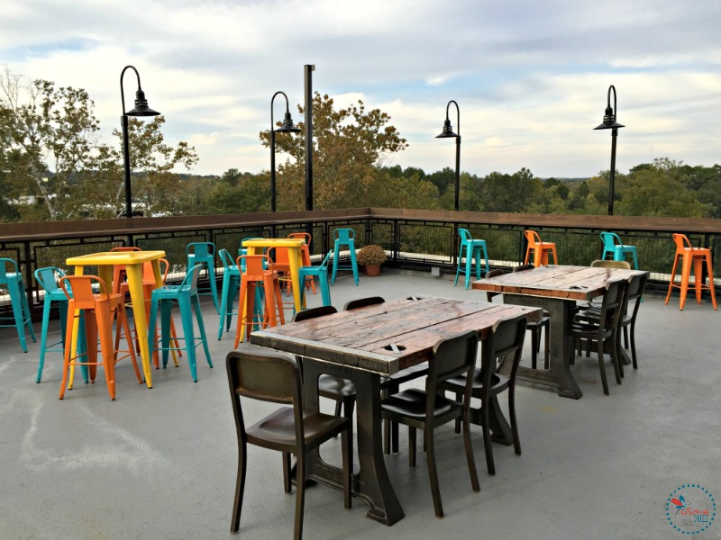Hotel Indigo Tuscaloosa the lookout outdoor seating