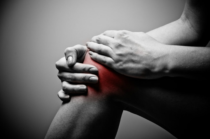 How to Deal with Common Aging Issues joint pain