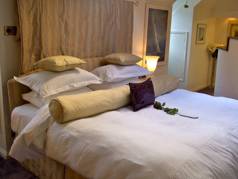 bedroom decor remove clutter