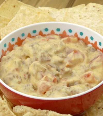 Quick and Easy Nacho Dip Recipe – 4 Ingredient Cheese Dip with Beef and Veggies