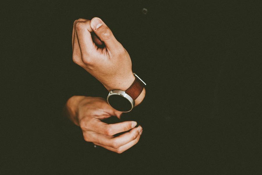 great reasons to start wearing a watch