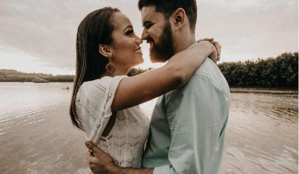 what you need to know about online dating apps. can you meet your someone special like this couple