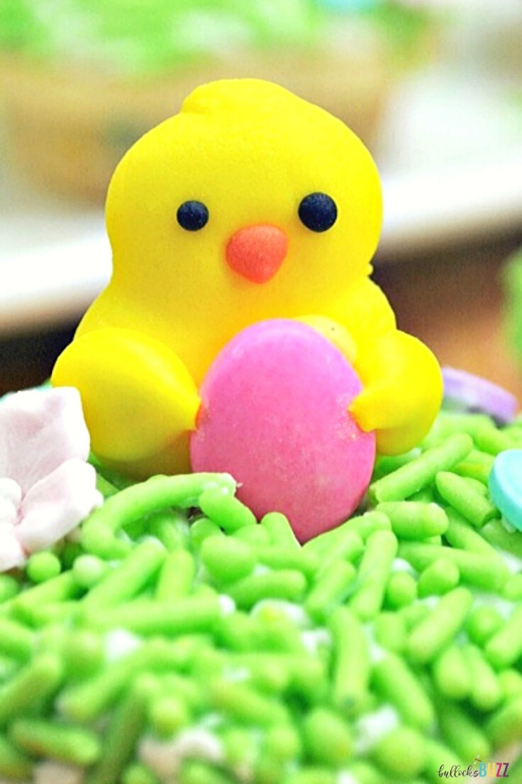 These adorable chicks are the perfect topping for these easy, homemade Easter Sugar Cups! #Easter #Easterrecipes #cookiecups