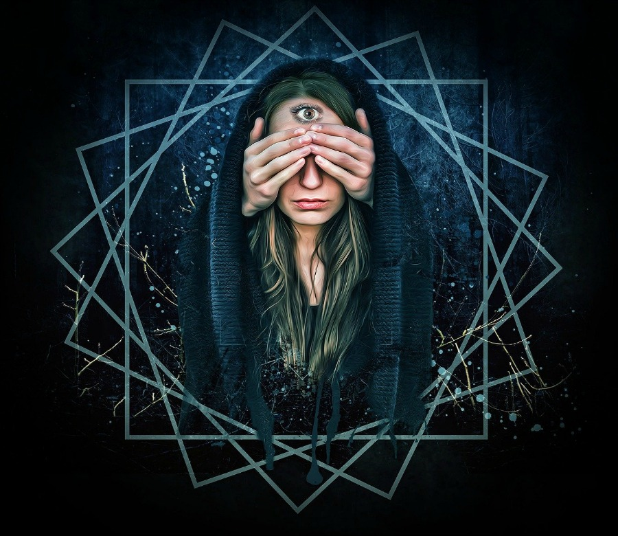 woman with the third eye how to spot a fake psychic