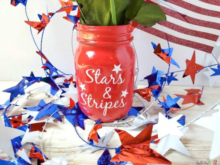 Patriotic Mason Jar Centerpiece – Patriotic Decor Idea