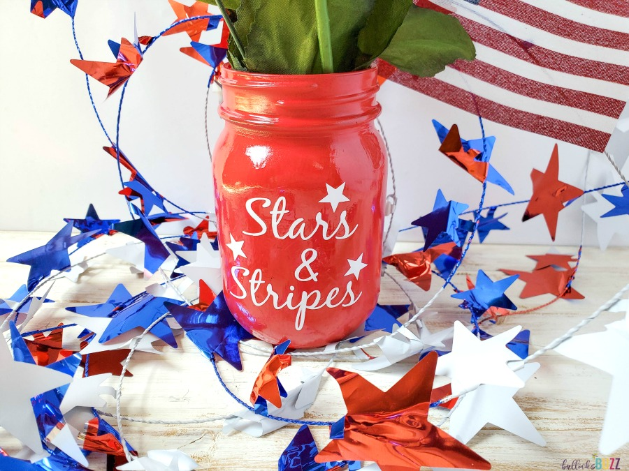 easy Patriotic Mason Jar Centerpiece for the 4th of July