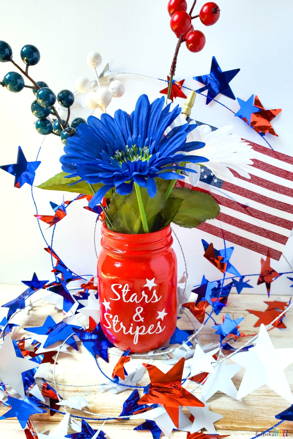 Your area will be transformed by this simple DIY Patriotic Mason Jar Centerpiece! This mason jar craft will add fun and festivity to your Fourth of July celebration! #crafts #patrioticcrafts