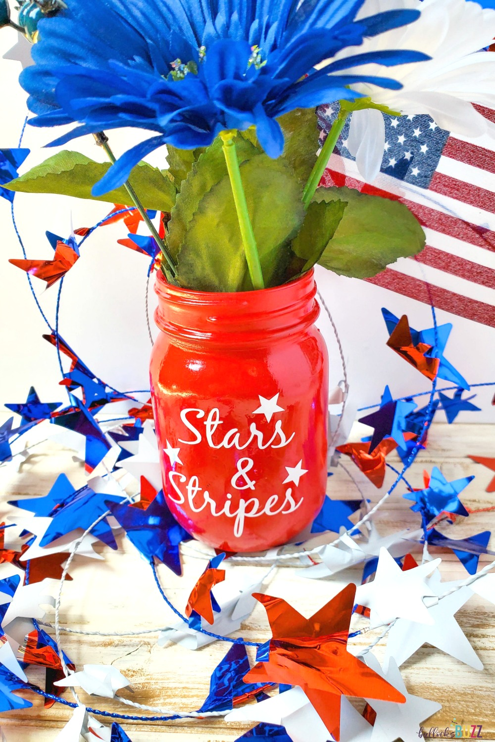 This fun and festive DIY Patriotic Mason Jar centerpiece is a quick and easy July 4th decoration. #crafts #patrioticcrafts