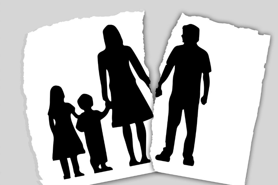 family split by divorce during the pandemic