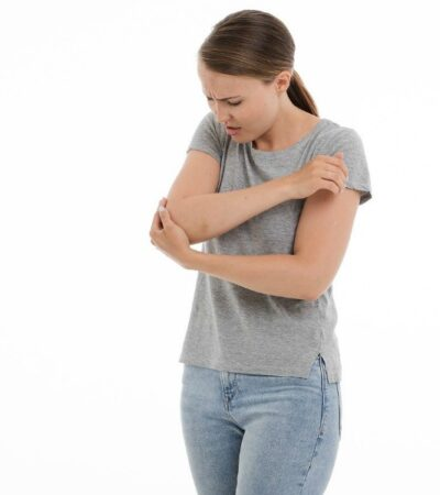woman in pain looking for ways to fight chronic inflammation