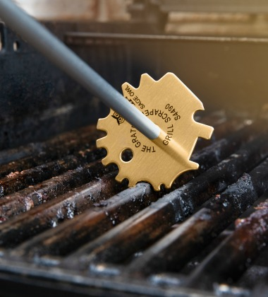 the grate grill scraper cleaning grill grates