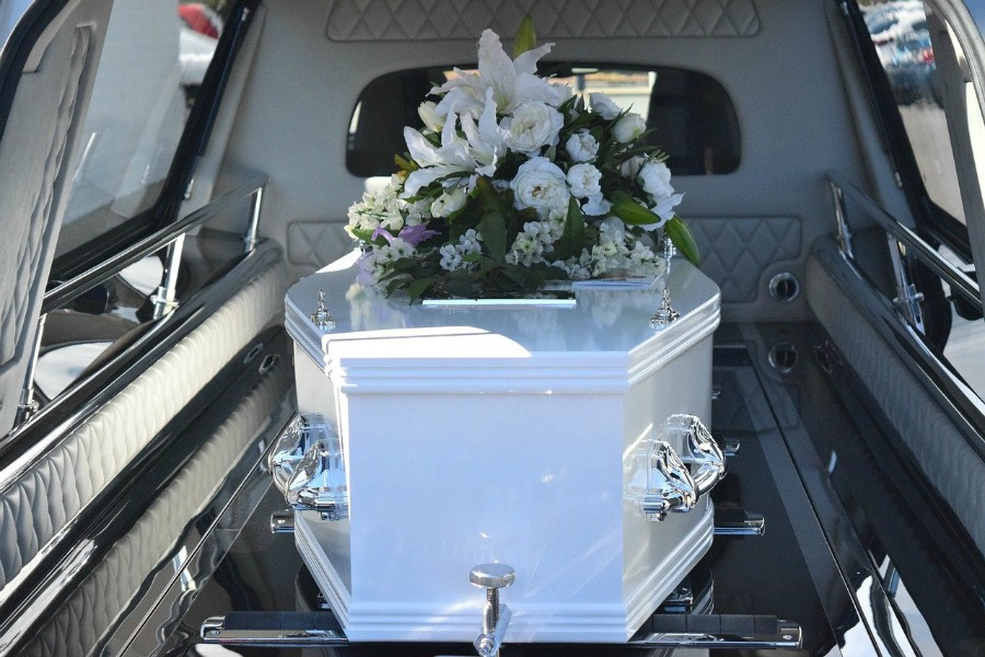 What To Do When A Family Member Dies like plan the funeral
