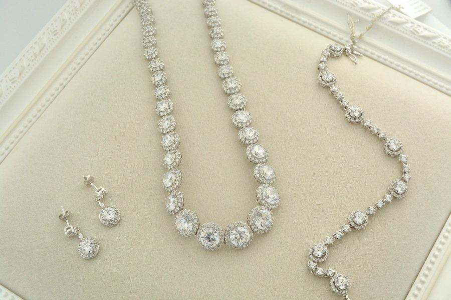 tips on choosing bridal jewelry