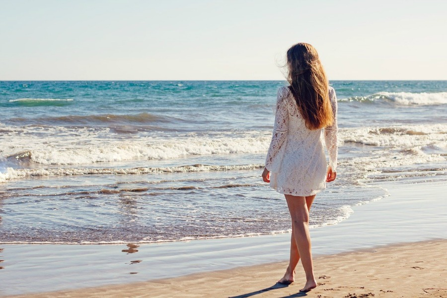 tips to prevent summer rashes wear clothes made from breathable fabrics