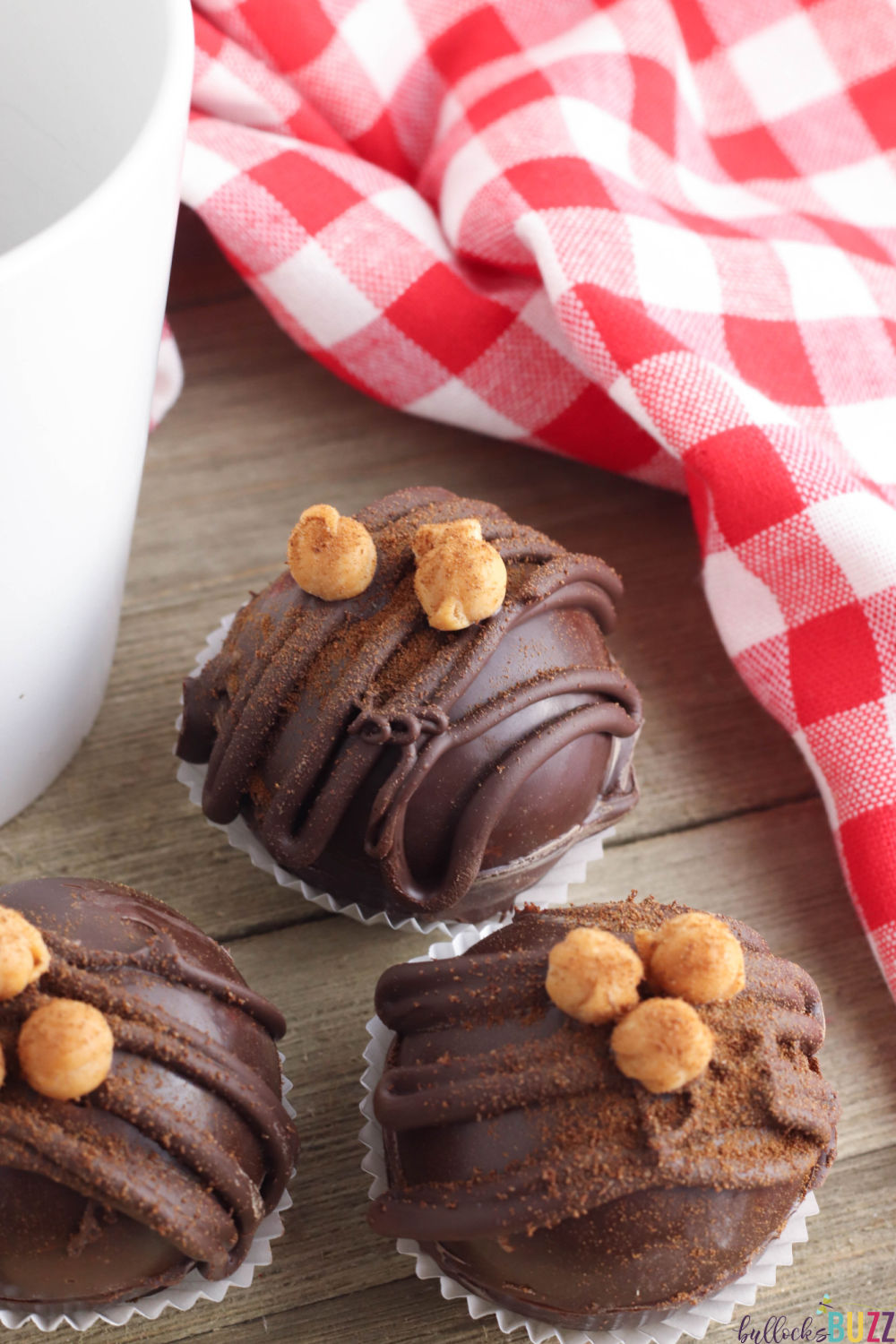 These Caramel Mocha Coffee Bombs are extra special because not only do are they rich and delicious tasting, they look amazing too! #coffeebomb #espressobomb #recipes #caramelmocha #coffee
