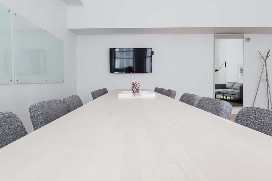 one example of the different types of office furniture that would work in a meeting room