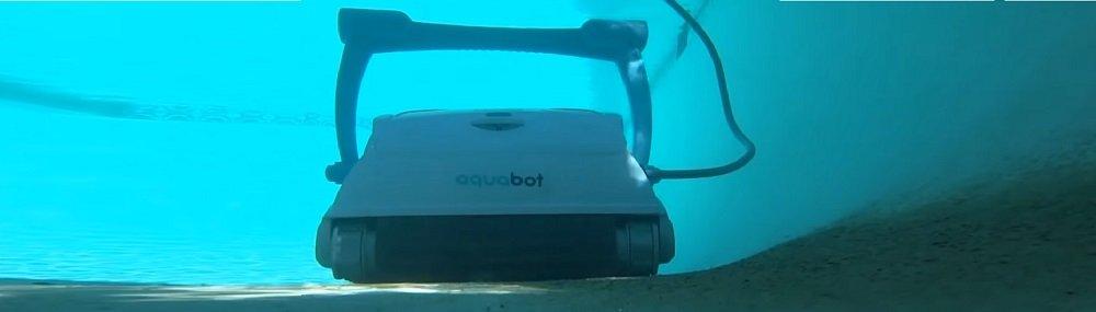 Aquabot Breeze IQ cleaning pool
