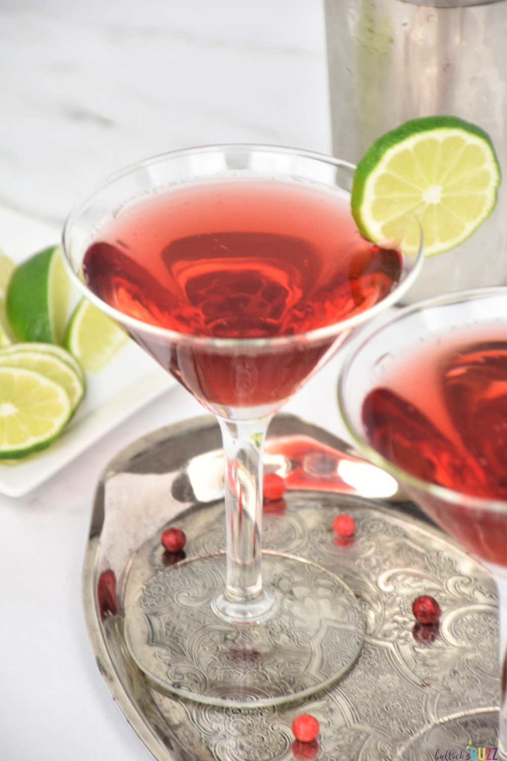 With a flavor profile that is bold and sweet, but also tart and sassy at the same time, the Scarkett O'Hara cocktail is deliciously refreshing!  #cocktails #recipes