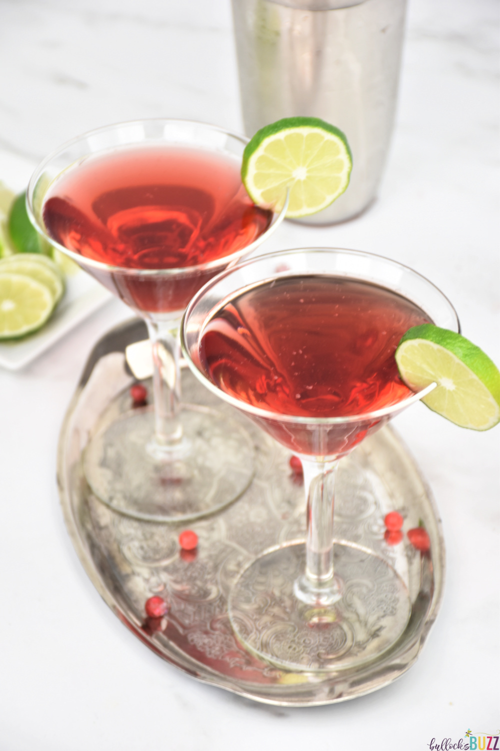 The Scarlett O'Hara cocktail is a refreshing summer sipper made with three simple ingredients: Southern Comfort, cranberry juice and lime. #cocktails #recipes #cocktailrecipes