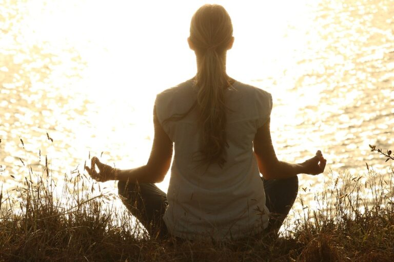 live a less stressful life by meditating